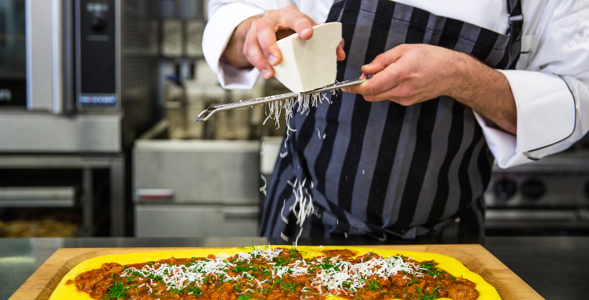 Tips To Consider Before Hiring A Private Cook For Your Party